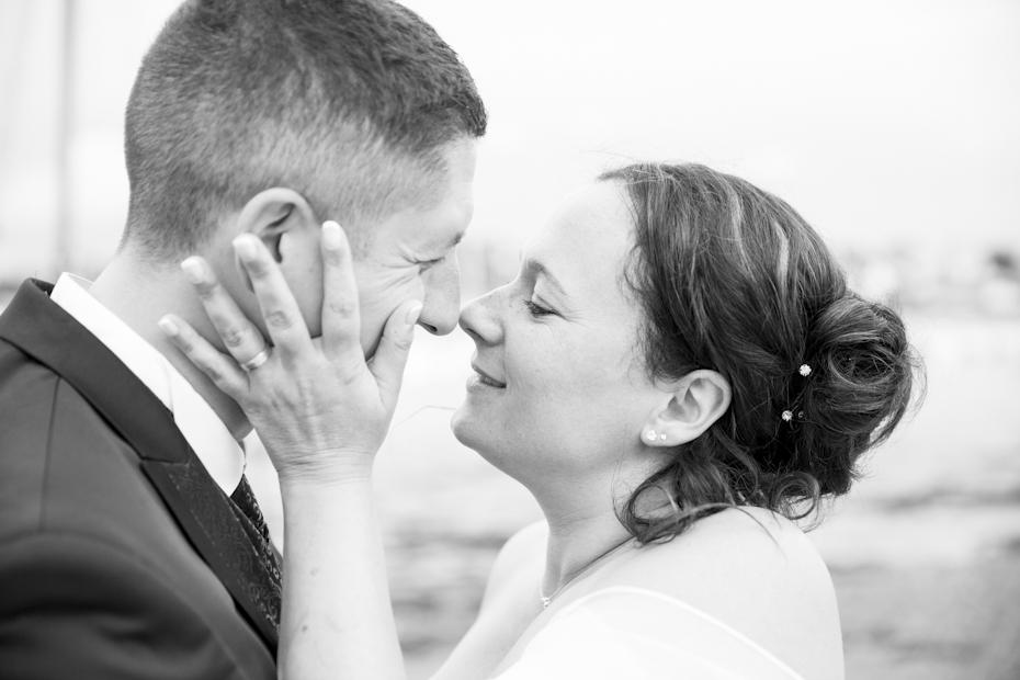 Le photographe de mariage saisi les complicités entre les jeunes mariés de la presqu'île de Crozon