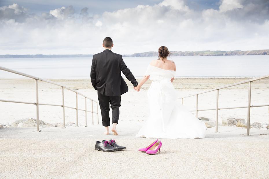 Les mariés partent vers l'océan