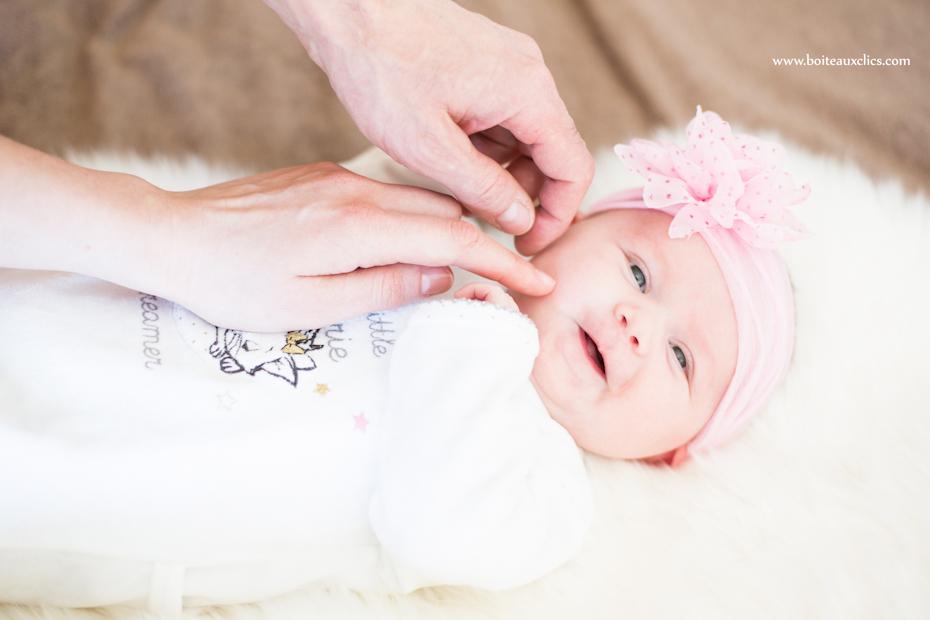 Un beau portrait de bébé séance photo naissance
