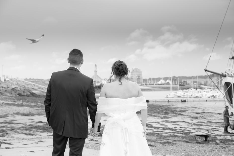 Love attitude pour nos beaux mariés en séance photo sur la presqu'île de Crozon